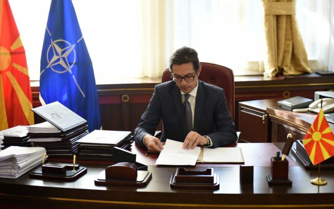 Претседателот Пендаровски ги потпиша указите за прогласување на законите за реформа на безбедносните служби
