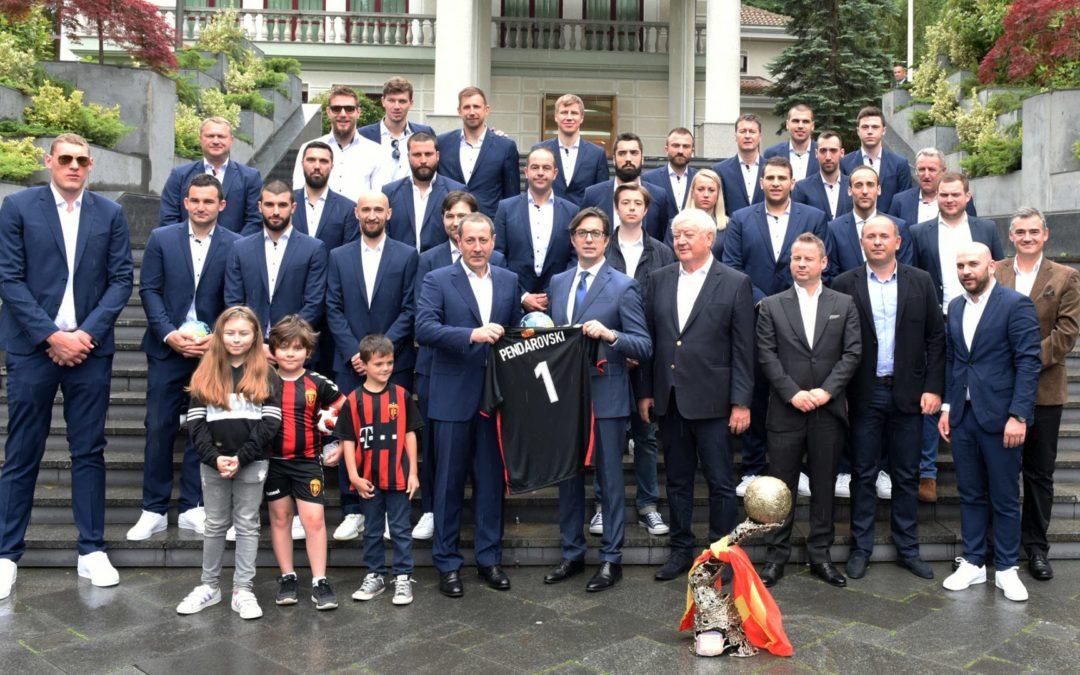 Претседателот на Република Северна Македонија, Стево Пендаровски, ги прими европските шампиони, ракометарите на РК Вардар