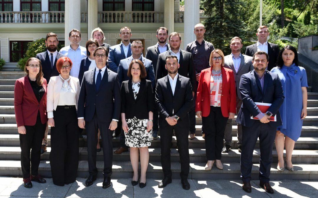 Presidenti Pendarovski realizoi takim informues me anëtarët e grupit të punës për kontribut gjatë krijimit të ligjit për të rinjtë