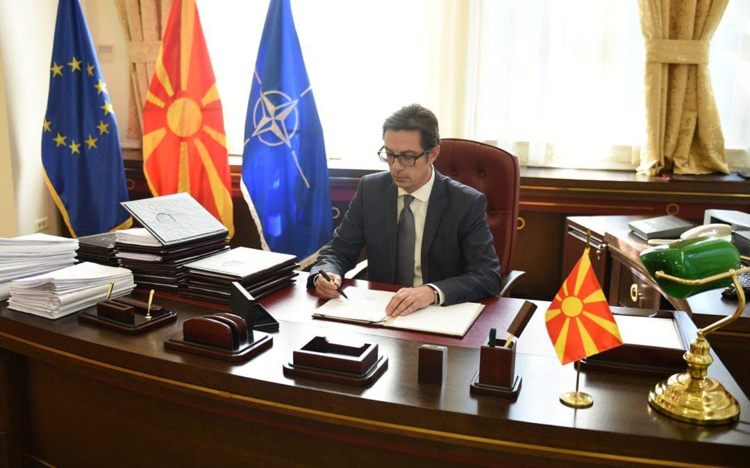 Претседателот Пендаровски ги потпиша законите за ратификација на спогодбите за отворање на два нови гранични премини со Република Грција