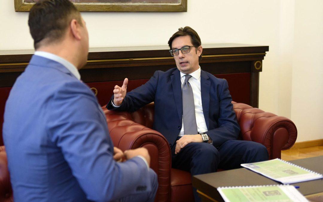 """Средба на претседателот Пендаровски со претседателот на НВО """"Зелена лупа"""" Цветанов"""