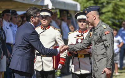 Претседателот Пендаровски ги одликува Канцеларијата на НАТО за врски во Скопје и Сквадронот на транспортни хеликоптери при Армијата со Орден за воени заслуги и ја постави полковник Билјана Блажеска за Аѓутант