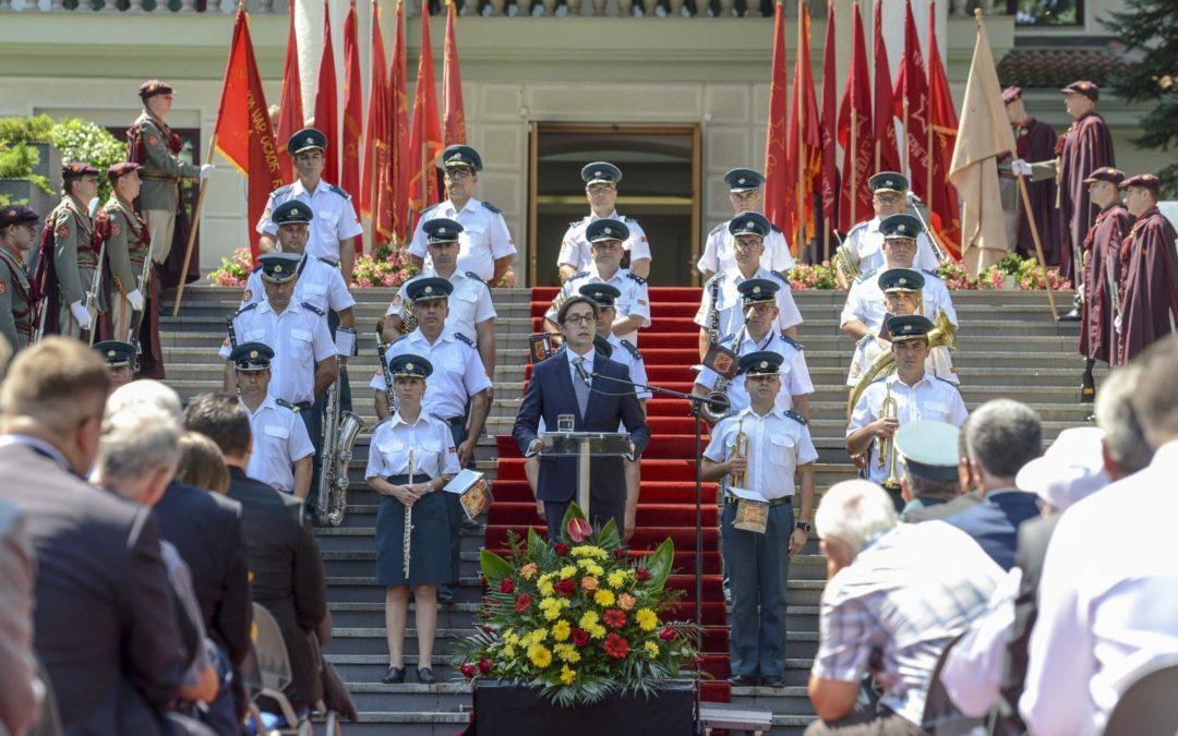 Oбраќања на претседателот Пендаровски и на претседателот на Главниот одбор на Сојузот на борците од НОАВМ, Стојановски, по повод 2-ри Август – Денот на Републиката