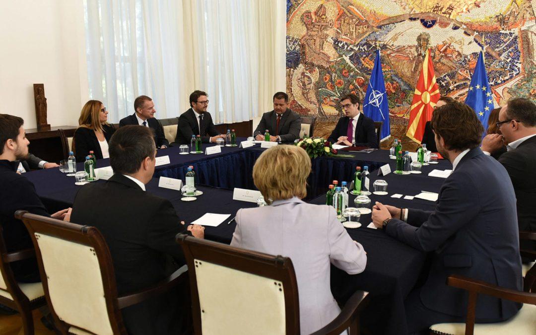 Средба на претседателот Пендаровски со претставници на Американската стопанска комора во Македонија
