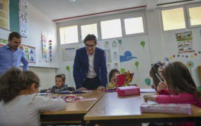"""Претседателот Пендаровски на почетокот на проектот """"Лице в лице со Претседателот"""" во посета на општина Велес"""