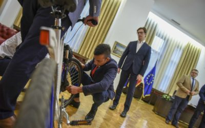 """President Pendarovski receives the innovators of the """"Air Filter Built in Bicycle Wheel"""" project"""