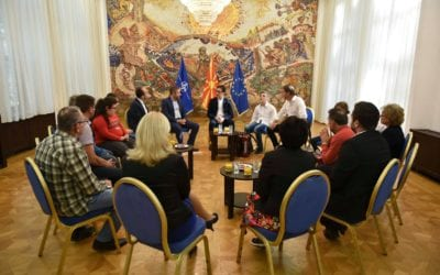 """Претседателот Пендаровски прими ученици од училиштето """"Димитар Влахов"""", по повод 15 Октомври – Меѓународниот ден на белиот стап"""