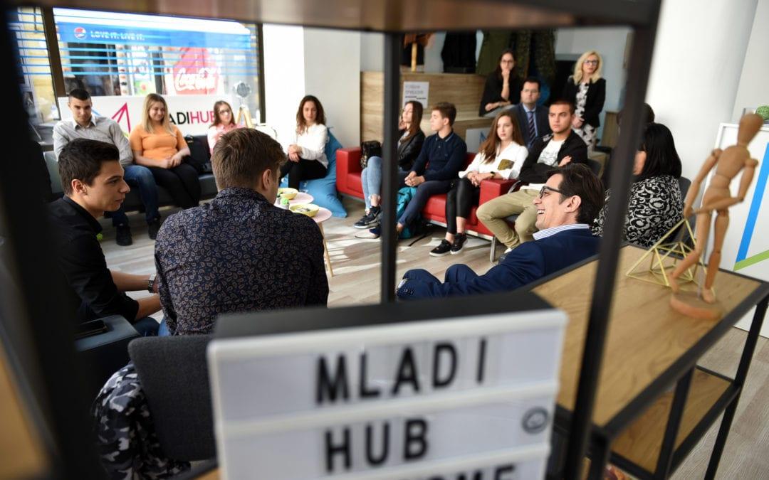 """Средба на претседателот Пендаровски со млади иноватори од средното училиште """"Јосип Броз–Тито"""" – Скопје"""