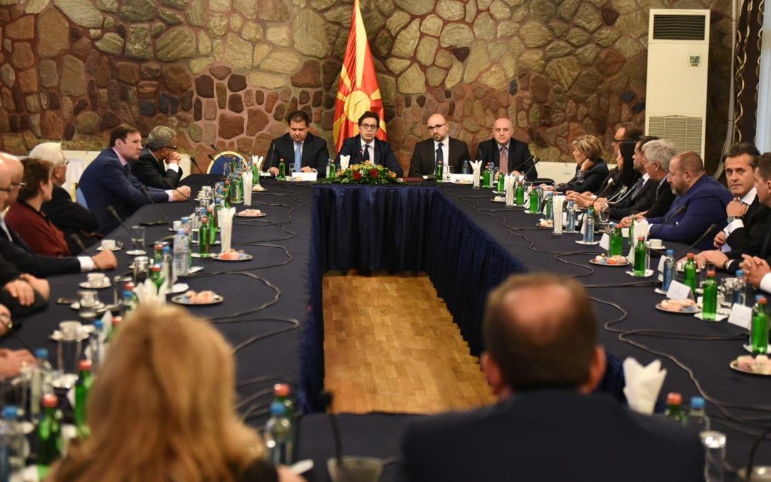 Претседателот Пендаровски оствари средба со почесни конзули на Република Северна Македонија во странски држави