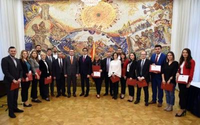 """Доделени 20 стипендии """"Борис Трајковски"""" за постдипломски студии на Меѓународниот факултет на Универзитетот Шефилд, Сити Колеџ од Солун"""
