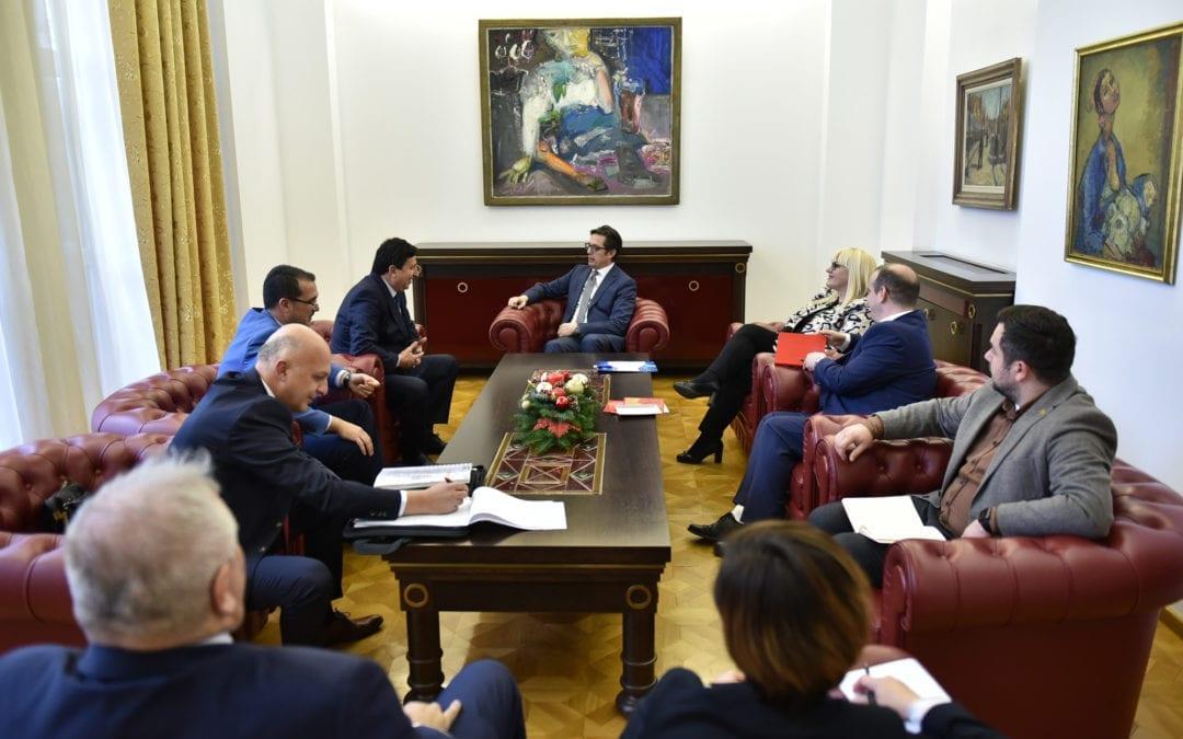 Средба на претседателот Пендаровски со претставници од Комората на извршители