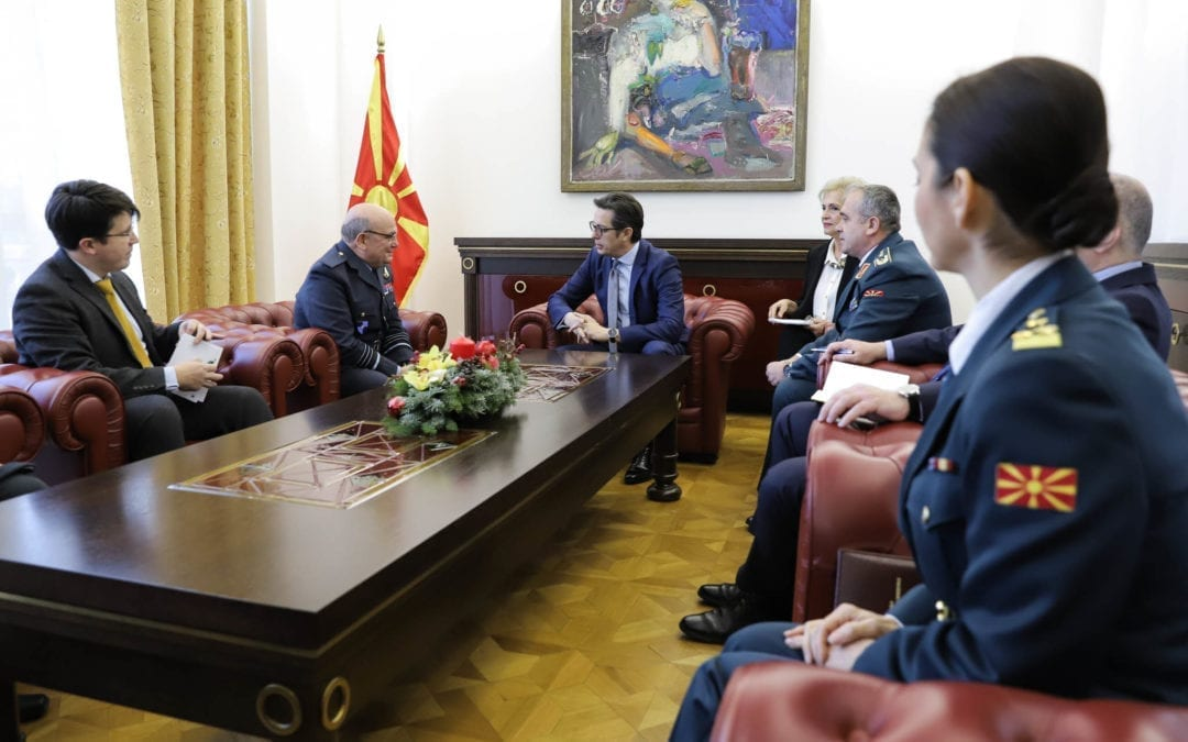 Средба на претседателот Пендаровски со воздухопловниот маршал Стјуарт Пич, претседавач на воениот комитет на НАТО