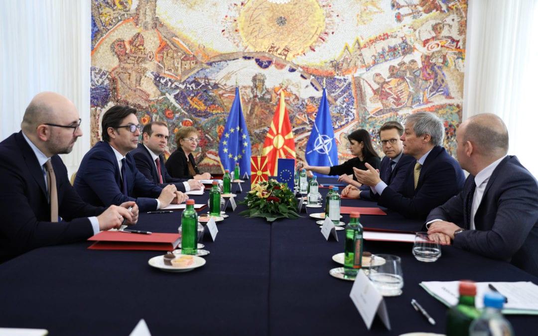 Средба на претседателот Пендаровски со европратениците Чолош и Кјучук