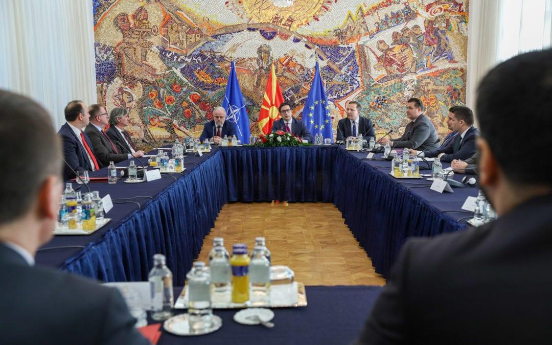 Лидерска средба кај претседателот Пендаровски: Заеднички консензус за одложување на изборите