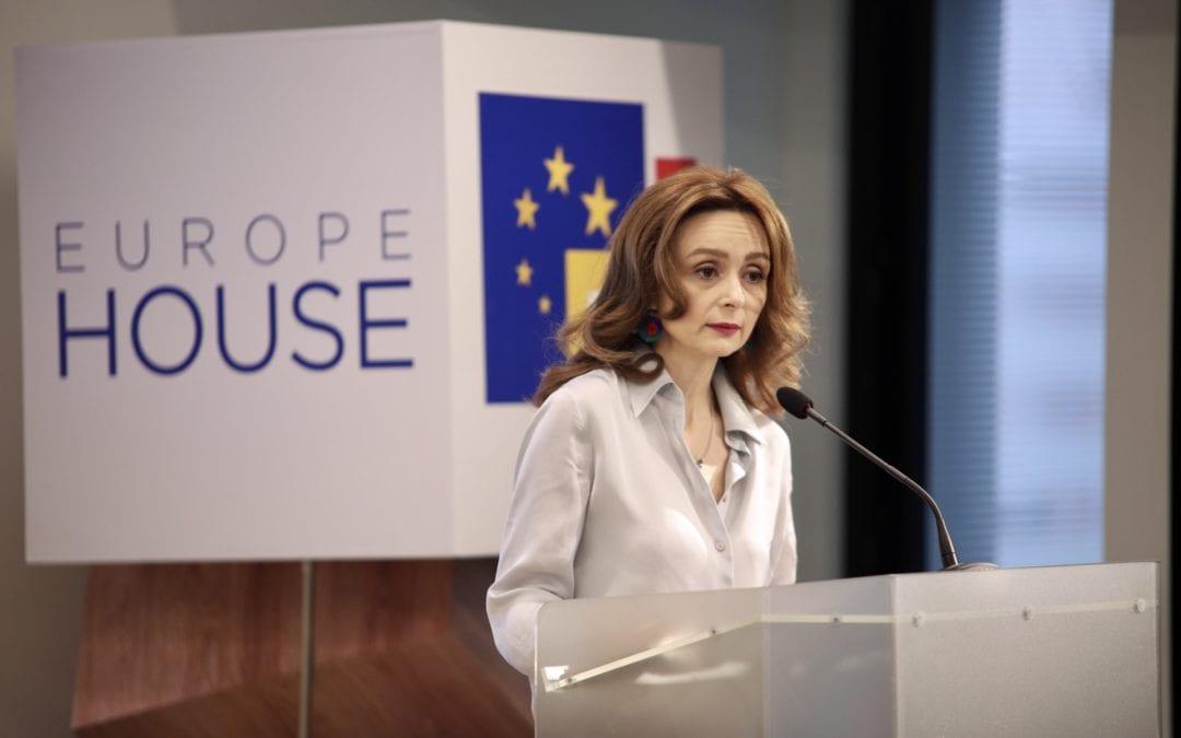 """Сопругата на Претседателот се обрати на настанот """"Ромската жена во 21-ви век"""""""