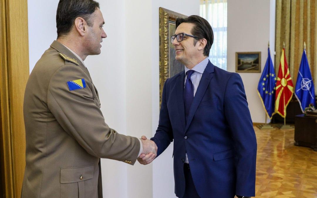 Средба на претседателот Пендаровски со генерал-полковник, Сенад Машовиќ