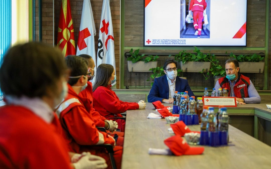 Средба на претседателот Пендаровски со волонтерите на Црвениот Крст: Вие сте олицетворение на солидарноста во своето најдобро издание