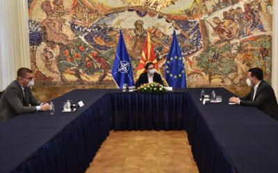 Средба на претседателот Пендаровски со лидерите на СДСМ, Заев и на ВМРО-ДПМНЕ, Мицкоски