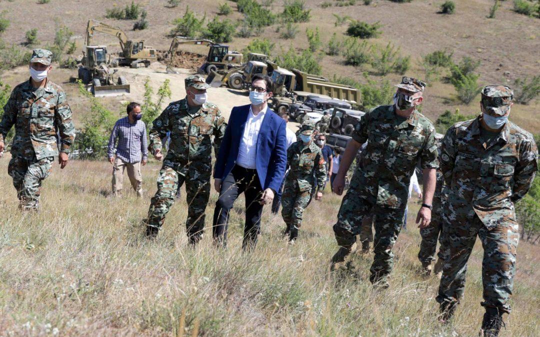 """Претседателот и Врховен командант на вооружените сили, Пендаровски во посета на Армискиот полигон """"Криволак"""""""