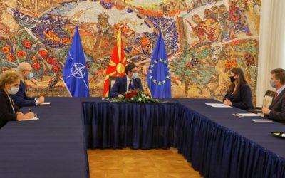 Проштална средба на претседателот Пендаровски со канадската амбасадорка Кетлин Чаба