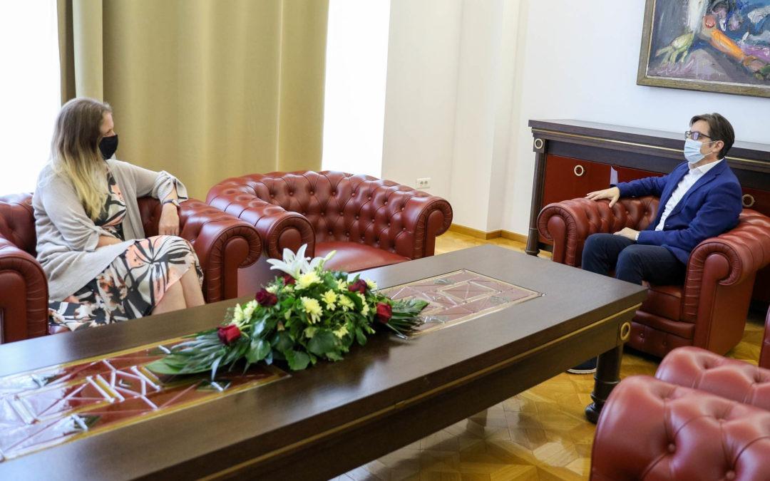 Средба на претседателот Пендаровски со британската амбасадорка Галовеј