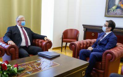 Средба на претседателот Пендаровски со рускиот амбасадор Баздникин