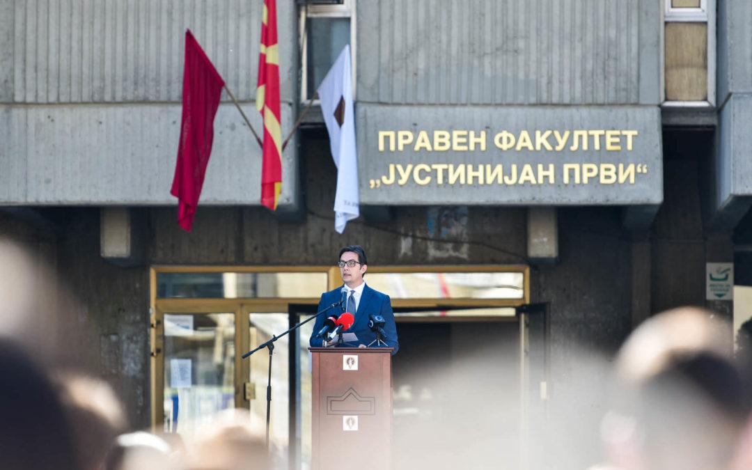 """Presidenti Pendarovski mbajti fjalim në orën e parë akademike në Fakultetin Juridik """"Justiniani i Parë"""" në Shkup"""