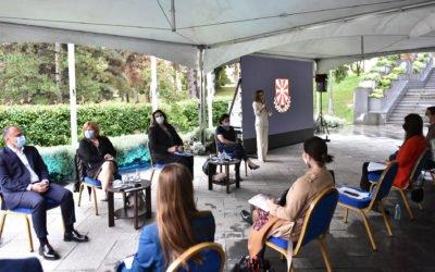 """Предавање на тема """"Ковид 19 – предизвици, подготовка за евентуален нов бран, досегашни искуства и лекување"""" во Кабинетот на Претседателот"""