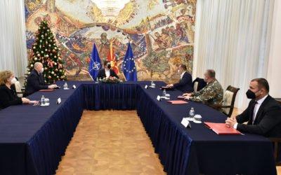 Средба со министерот за здравство Филипче, НГШ на Армијата Ѓурчиновски и директорот на ЦУК Ангелов