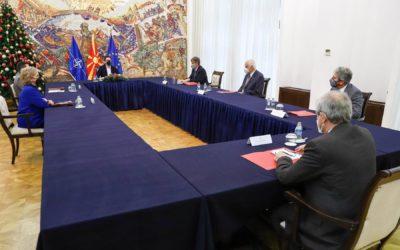 Presidenti Pendarovski priti shkencëtarët maqedonas të cilët janë ndër më të cituarit dhe më me ndikim për vitin 2020