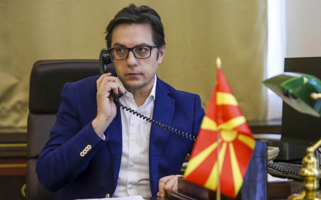 Телефонски разговор на претседателот Пендаровски  со хрватскиот претседател Милановиќ