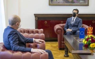Претседателот Пендаровски го прими евроамбасадорот Дејвид Гир