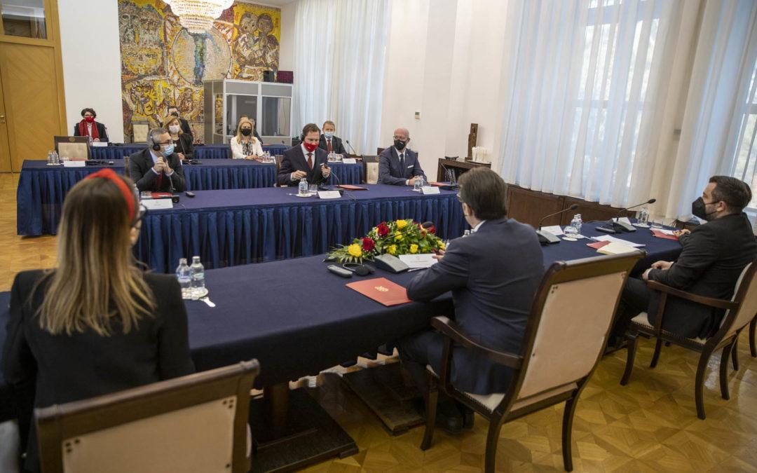 """Takim i Presidentit Pendarovski me udhëheqjet e kompanive pjesëmarrëse në Programin """"Menaxherë të rinj dhe liderë të biznesit"""""""