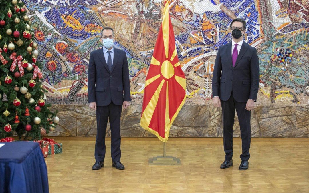 Presidenti Pendarovski i pranoi letrat kredenciale të ambasadorit grek të porsaemëruar, Rusos Kunduros