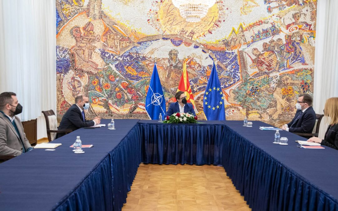 """Takimi i Presidentit Pendarovski me drejtorin e ri të Fondacionit """"Konrad Adenauer"""" në Shkup"""