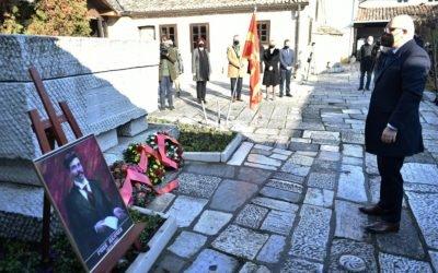 Делегација од Кабинетот на Претседателот положи цвеќе на гробот на Гоце Делчев