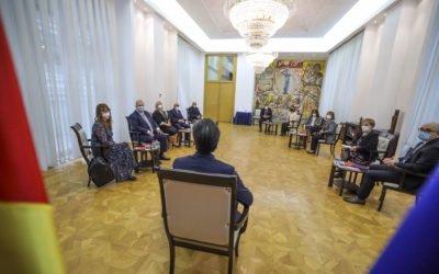 Средба на претседателот Пендаровски со новоименуваните амбасадори на Република Северна Македонија пред нивно заминување на должностите