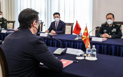 Средба на претседателот Пендаровски со министерот за одбрана на НР Кина, генерал Веи Фенгхе