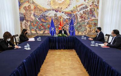 Средба на претседателот Пендаровски со претставници од Институтот за истражување и анализа на политики – Ромалитико