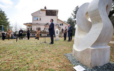 """Претседателот Пендаровски се обрати на отворањето на изложбата """"Уметноста на досадата"""" во резиденцијата на амбасадорот на ЕУ во Скопје"""