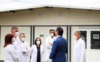 """Претседателот Пендаровски го посети Модуларниот ковид центар на Општата Болница во Кавадарци и оствари средба со иницијаторот на хуманитарната акција """"Донирај компјутер"""""""