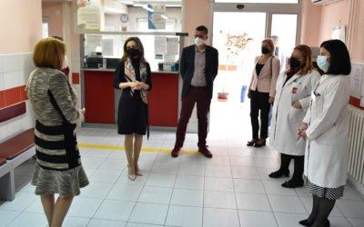 Сопругата на претседателот, Ѓоргиевска во посета на ЈЗУ Завод за рехабилитација на слух, говор и глас – Скопје