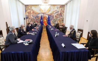 Средба на претседателот Пендаровски со командантот на Копнените сили на САД за Европа и Африка, генерал Кристофер Каволи