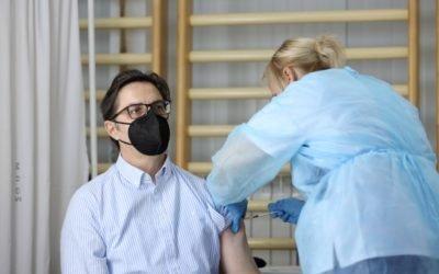 Претседателот Пендаровски прими вакцина против Ковид-19