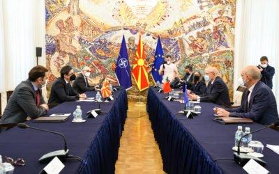 Средба на претседателот Пендаровски со министерот за надворешни работи на Португалија, Аугусто Сантош Силва