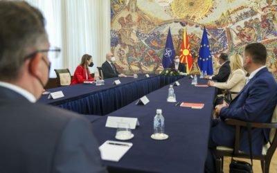 Средба на претседателот Пендаровски со економските советници во Варшава, Анкара, Абу Даби и Минхен
