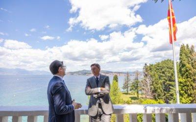 Takimi i Presidentit Pendarovski me Presidentin slloven Pahor: Zhbllokimi i Maqedonisë së Veriut është parakusht për stabilitetin e rajonit