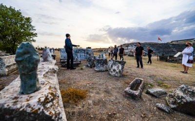 Претседателот Пендаровски ја посети изложбата на дела од Петар Хаџи Бошков во археолошкиот локалитет Стоби