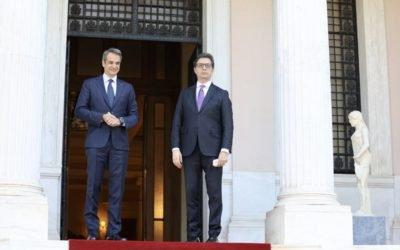 Средба на претседателот Пендаровски со премиерот на Хеленската Република, Киријакос Мицотакис