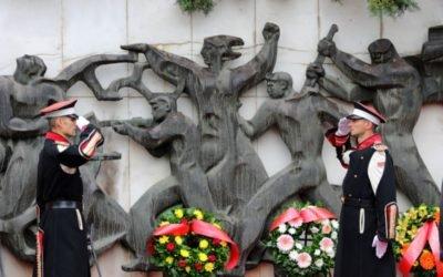 Делегации од Кабинетот на Претседателот по повод 11 Октомври, Ден на народното востание положија цвеќе во Прилеп, Куманово и во Скопје